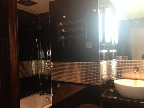 The Montcalm at the Brewery London City : club room bathroom