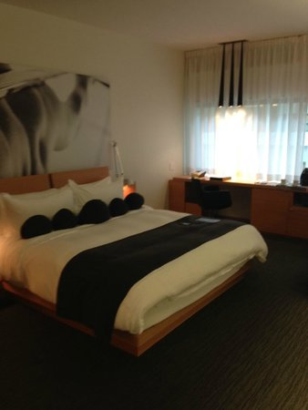 Hotel Le Germain Maple Leaf Square : Extremely Comfortable Bed with Frette Sheets
