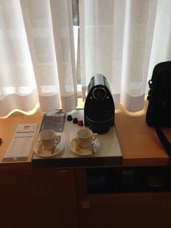 Hotel Le Germain Maple Leaf Square : Personal Nespresso Machine