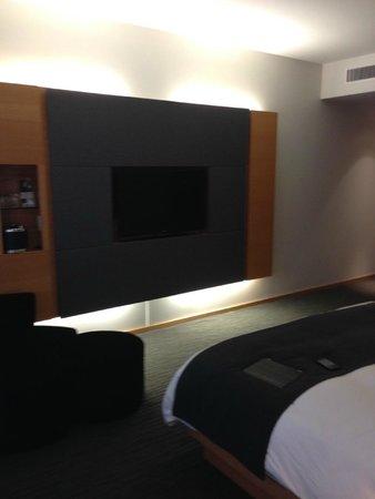 Hotel Le Germain Maple Leaf Square : modern decor
