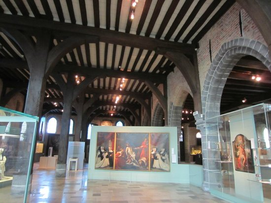 Sint-Janshospitaal : The museum space (the old hospital)