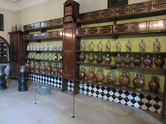 Sint-Janshospitaal : The old pharmacy
