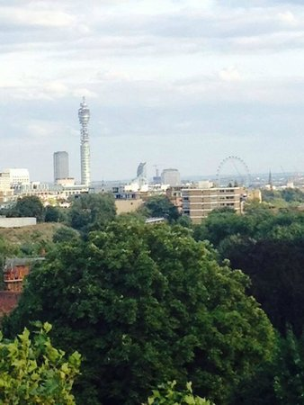 London Marriott Hotel Regents Park: ....panorama dal fantastico balcone!!!!