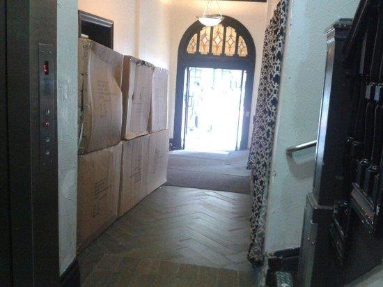 Adante Hotel: Lavori in corso nell'ingresso