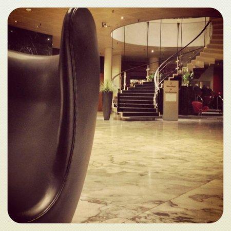 Radisson Blu Royal Hotel Copenhagen: Hall vintage à souhait entièrement A Jacobsen LE RËVE