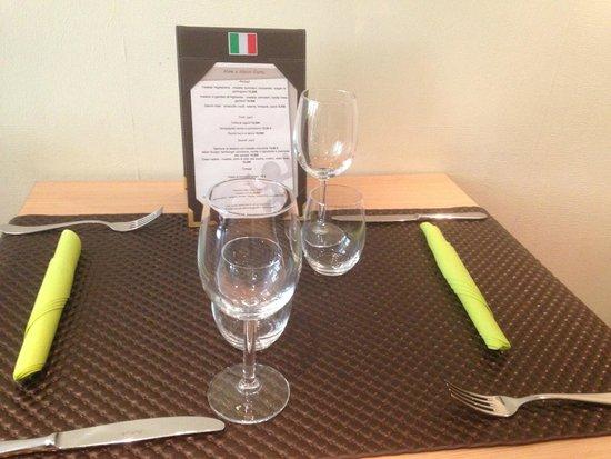 Isola Dei Sapori : Une table toujours aussi accueillante. Adaptée selon votre menu.