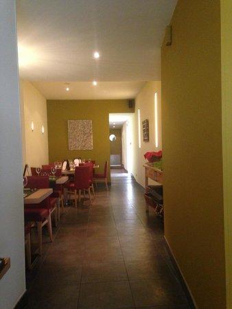 Isola Dei Sapori : Ma salle préférée. Cadre intime , proche des cuisines. Sous une lumière si douce