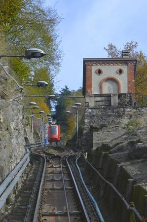 Funicolare Como-Brunate: View upwards during the ride