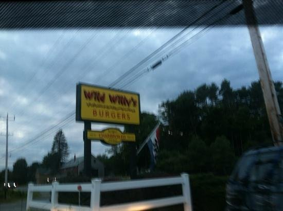 Wild Willy's Burgers: out front