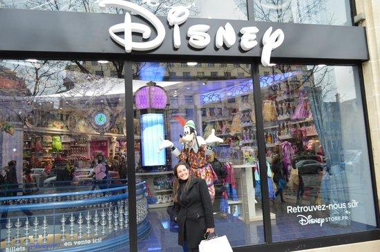 Champs-Elysees: Loja disney na avenida