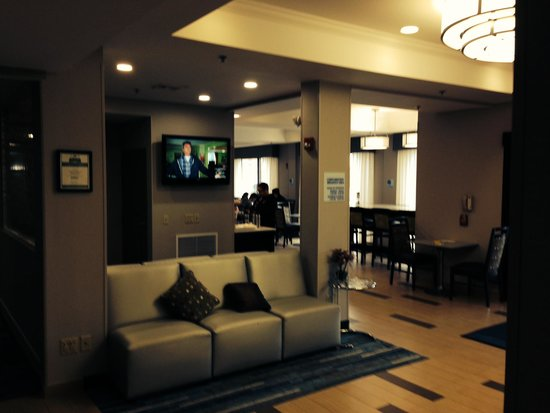 Holiday Inn Express Meadowlands: entree et place dejeuner