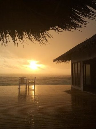 Cinnamon Dhonveli Maldives: sunset bar after rain