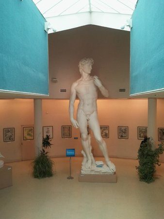 Cerro Otto: Sculptures reproductions of artists such the Italian sculptor Michelangelo
