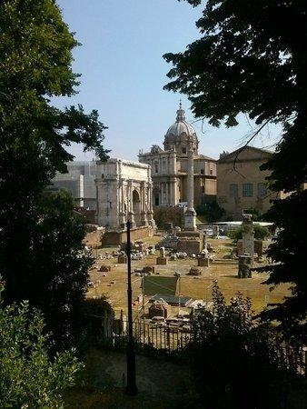 Kolbe Hotel Rome : Vista da rua do Hotel: Forum Romano