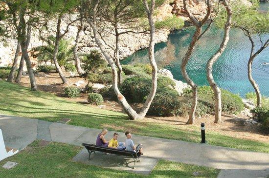 Inturotel Cala Azul Park: Vor dem Appartement mit Blick auf eine der Buchten