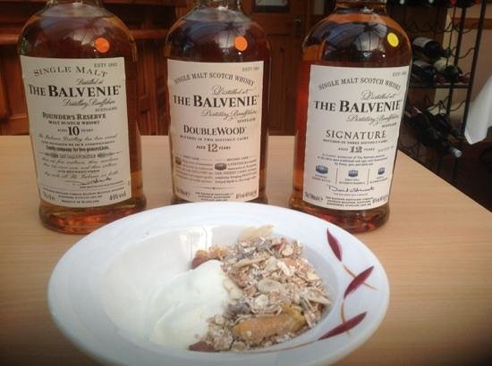 Ratagan, UK: homemade yogurt and homemade muesli. whiskies were from night before!