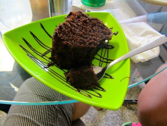 Verde Menta Cafe: Chocolate cake. Very moist and fresh.