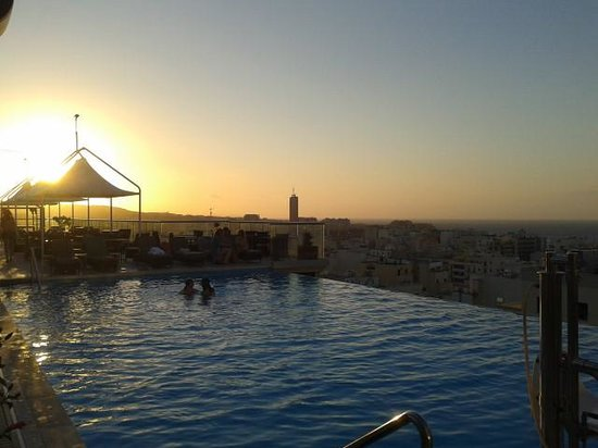 The Palace : Rooftop pool