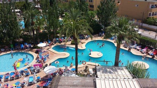 Vy från 5 våningen mot poolen - Picture of Sol de Alcudia Apartments, Port d'Alcudia - TripAdvisor
