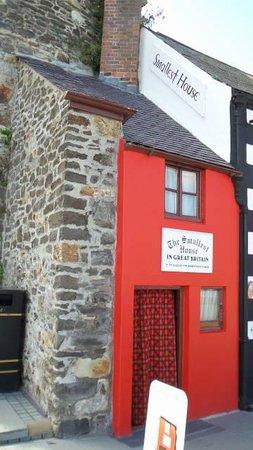 Smallest House in Britain: veja a lateral como é pequena