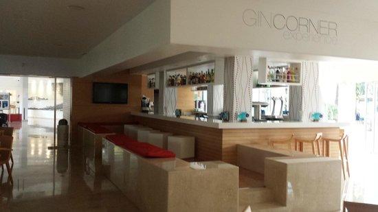 Sol de Alcudia Apartamentos: Bubble Bar/ Gin Corner
