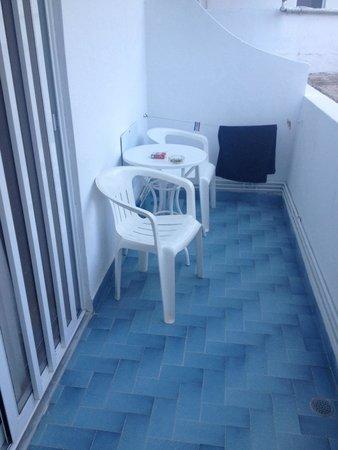 Manos Hotel: Balkon