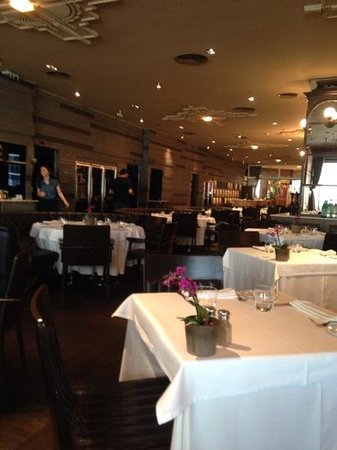 Gina Restaurant: we were early!