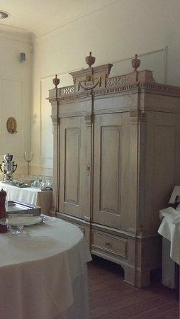 Hotel Hochzeitshaus: auch im Speisesaal schöne Möbel