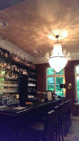 Hotel Hochzeitshaus: Bar mit tollem Kronleuchter