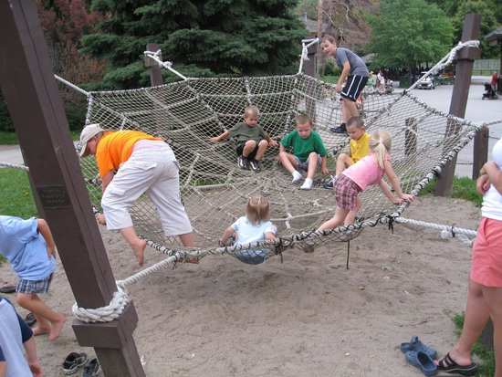 Henry Doorly Zoo: Climbing area near the petting zoo