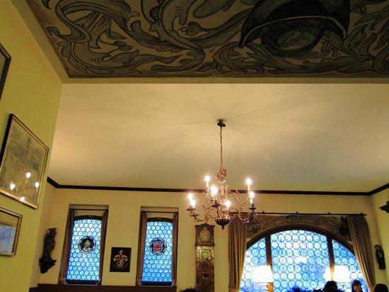 Hotel Eisenhut: The restaurant (breakfast room)