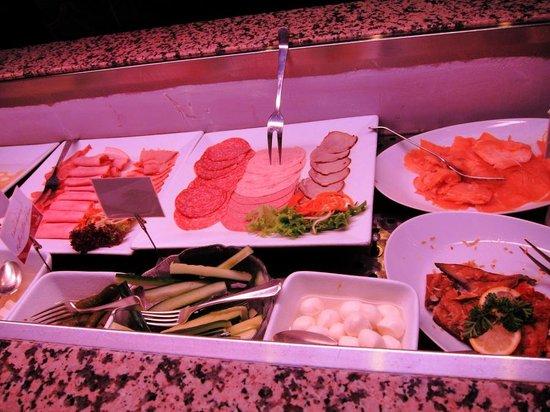 Hotel Eisenhut: breakfast buffet