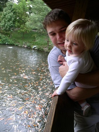 Henry Doorly Zoo: Fish bridge. Feed the fish!