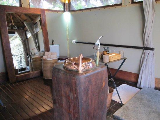 Wilderness Safaris Serra Cafema Camp: Bathroom