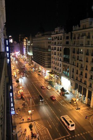 Hostal Go Inn Madrid : balcony view over Gran Via