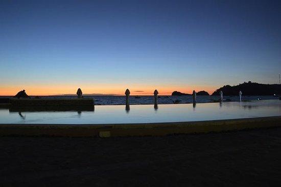 Palm Beach Resort & Spa: Dalla Piscina al tramonto