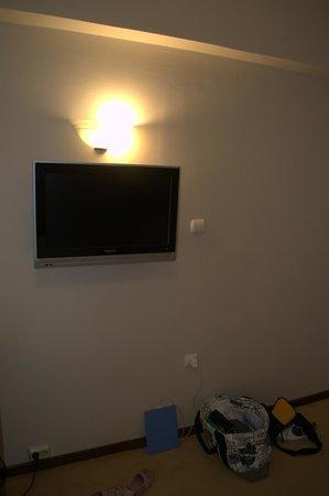 Golden Sun Hotel: Телевизор