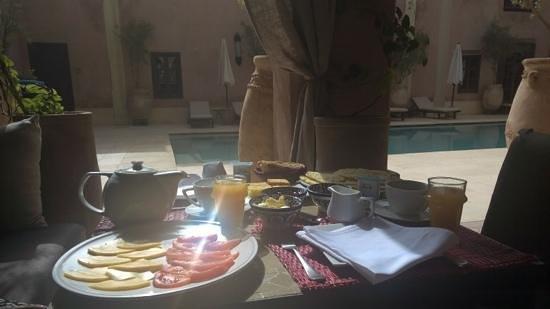 Caravanserai: breakfast