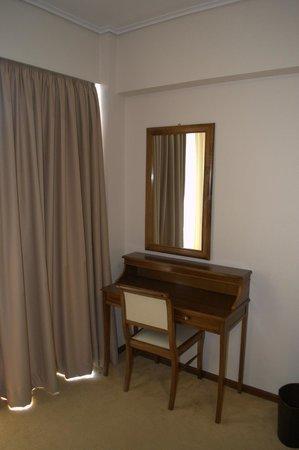 Golden Sun Hotel: Зеркало в номере