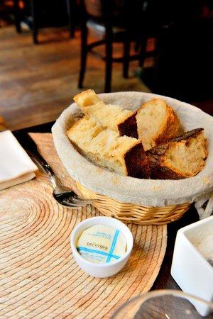 Mon Vieil Ami: 餐前麵包