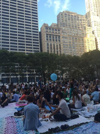 Bryant Park : The place is packed with young people waiting for the movie to start