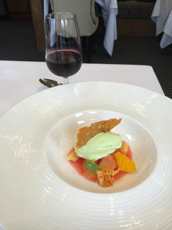 Northcote Restaurant: Plums in soup with Basil ice cream and honeycomb