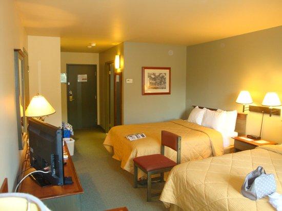 Comfort Inn & Suites: Room 3