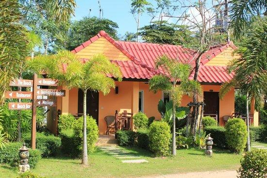 Lanta Pavilion Resort : Outside of Bungalow