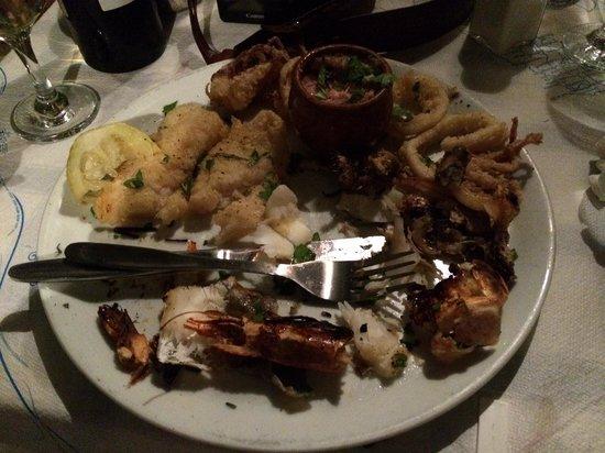 Jerry's Elliniko: fish platter worth 16 quid... hmmmm