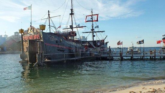 Captain Hook Barco Pirata Pirate Ship: The ship