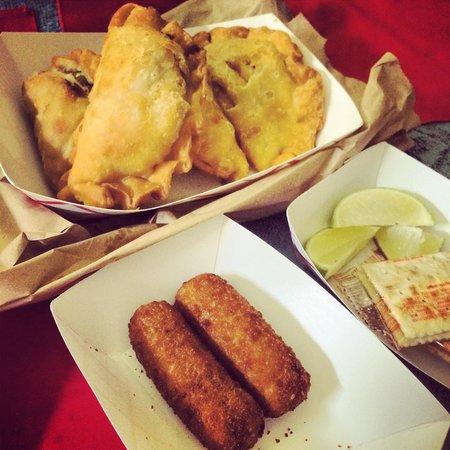 Oasis Cafe At Key Biscayne: Empanadas y croquetas
