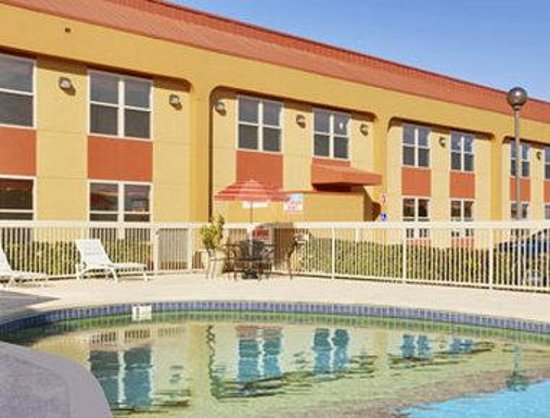 Ramada West Memphis: Pool