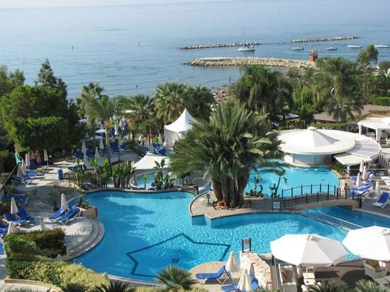 Mediterranean Beach Hotel: Room view over the pool to beach...