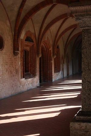 Abbazia di Chiaravalle: Chiostro
